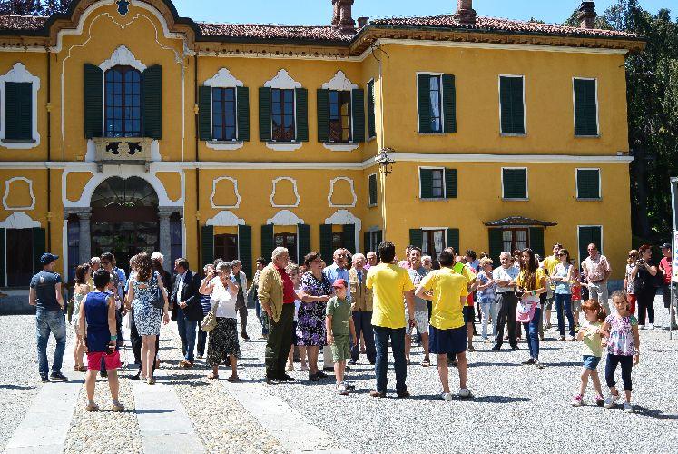 Albese inaugurato il monumento che ricorda la rivarossi - Liceo carlo porta erba ...