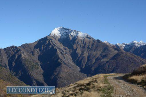 Incidente in montagna nel Lecchese, escursionista muore dopo volo di 100 metri