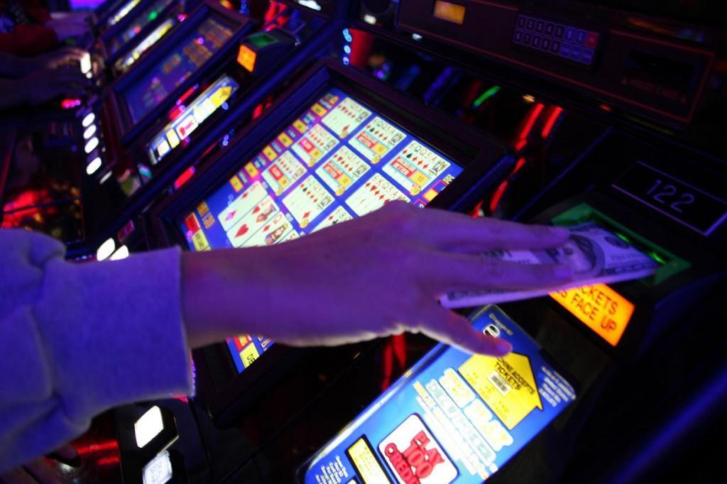 Legge regione lombardia slot machine
