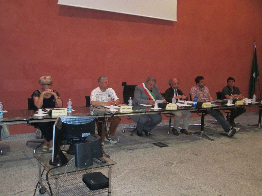 Consiglio post elezioni a canzo presentata la nuova giunta erbanotizie - Nava piastrelle canzo ...