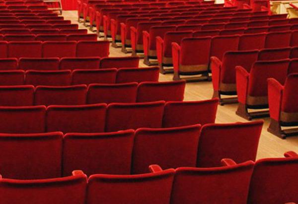 L 39 affare kubinski in scena al teatro della rosa di for Poltrone teatro